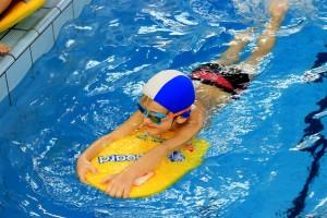 nauka pływania - jesień 2016 - żółwiki na fali (60)